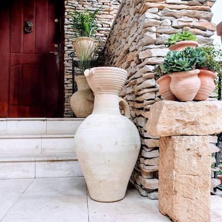 Dekoracyjny dzban gliniany do wnętrz lub do ogrodu